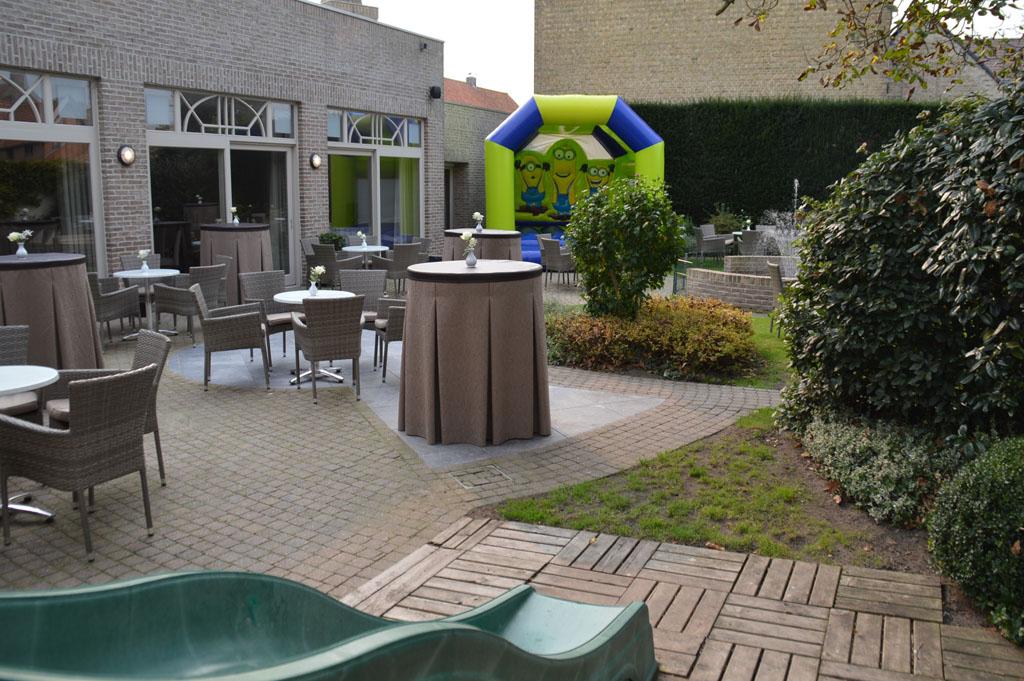 de terrastuin van Salons Notredame in Diksmuide